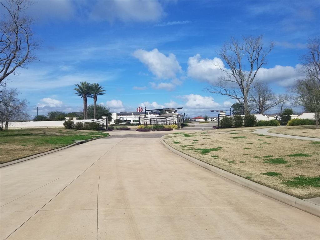 Active | 31 Riverstone Island Drive Sugar Land, TX 77479 8