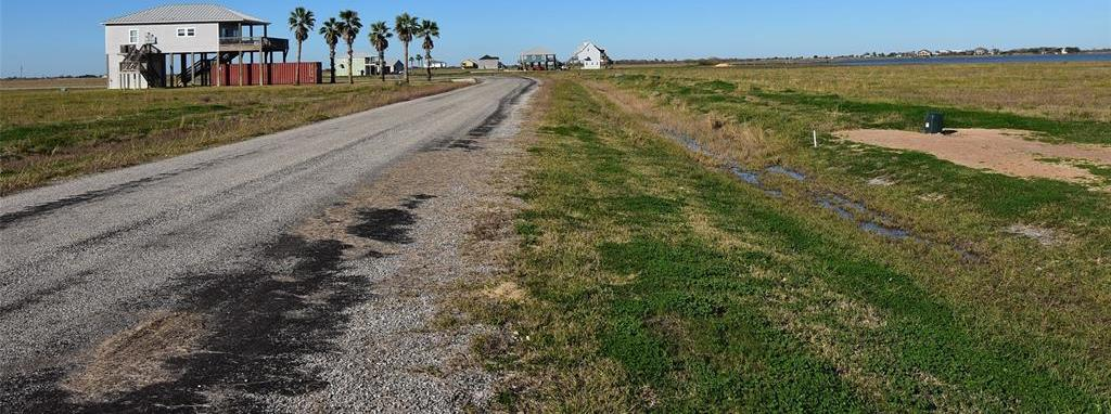 Active | 1187 Bay Drive Drive Palacios, Texas 77465 3