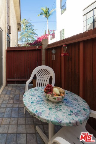 Closed   3314 GRIFFITH PARK  #2 Los Angeles, CA 90027 13