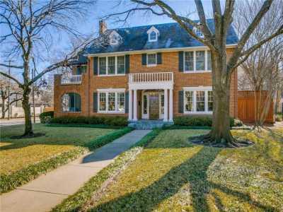 Sold Property | 6956 Lakewood Boulevard Dallas, Texas 75214 2