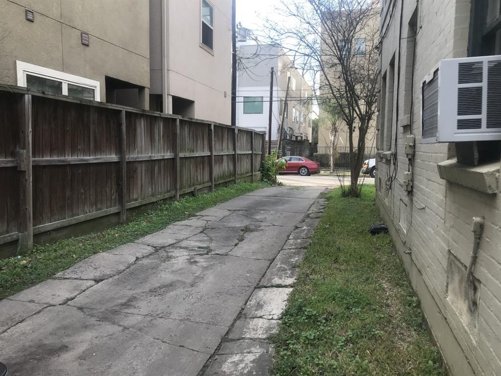Pending | 4811 Chenevert St Street #5 Houston, TX 77004 12