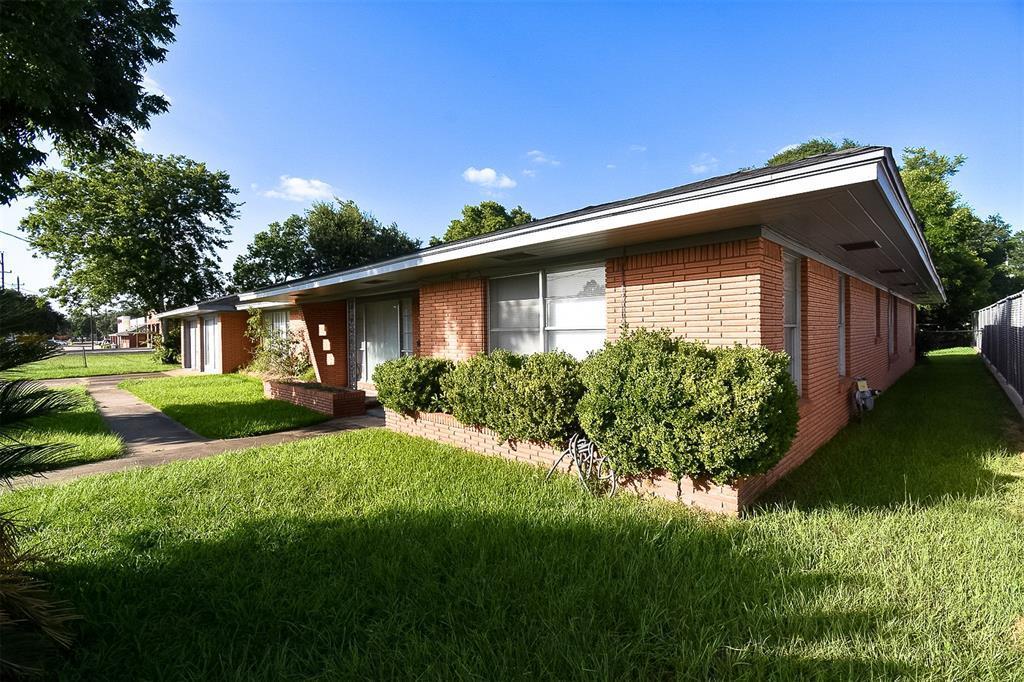 Active | 916 Meyer Street Sealy, Texas 77474 3