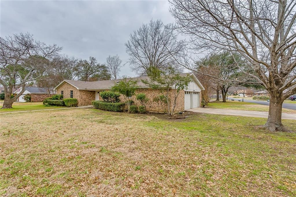 Sold Property | 7025 Stoneridge Drive North Richland Hills, TX 76182 2