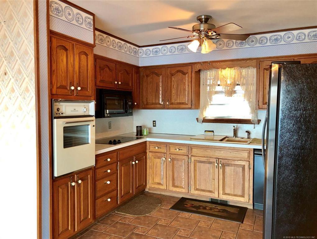 Lake homes on lake Hudson | 329 Big Bluff Road Pryor, Oklahoma 74361 9