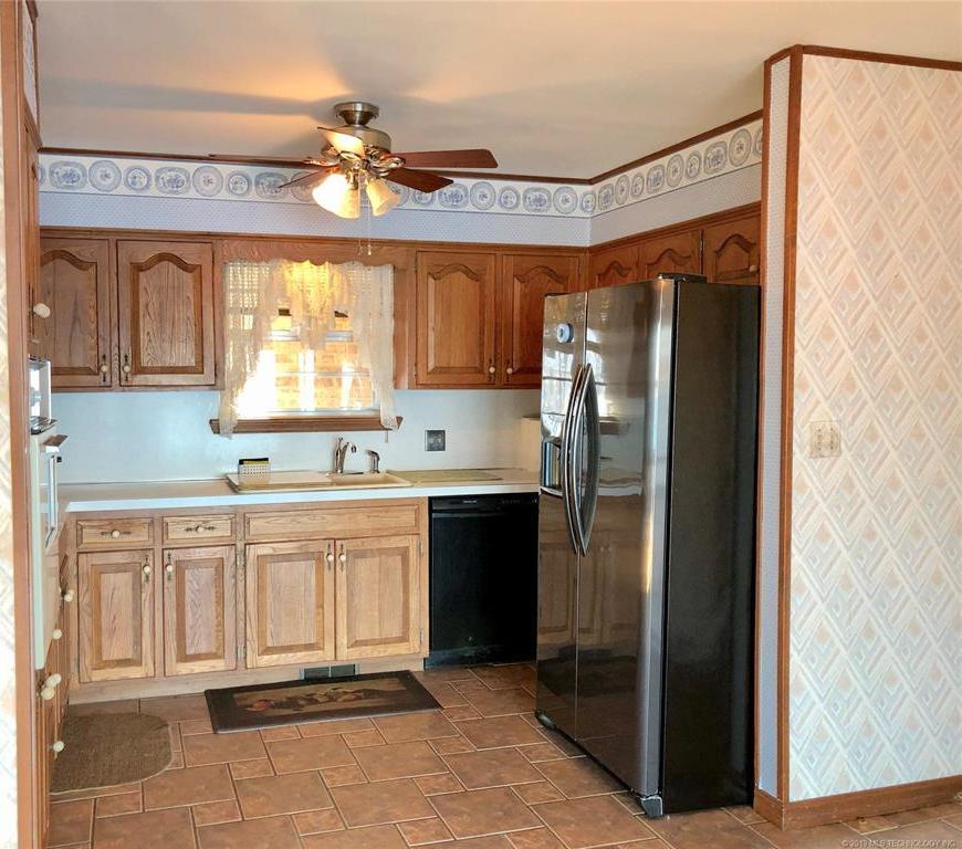 Lake homes on lake Hudson | 329 Big Bluff Road Pryor, Oklahoma 74361 10