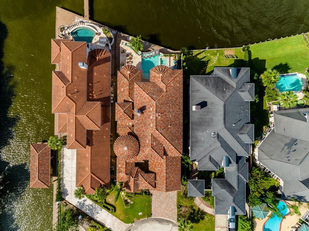 Active | 103 Blue Water Way  League City, TX 77565 3