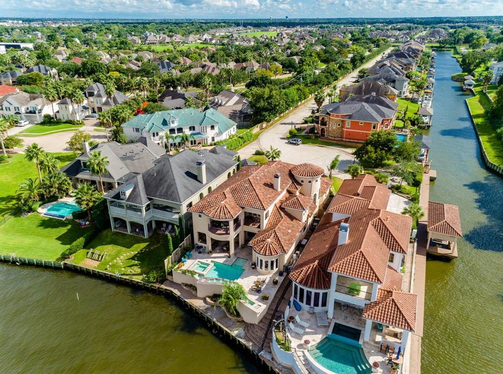 Active | 103 Blue Water Way  League City, TX 77565 5