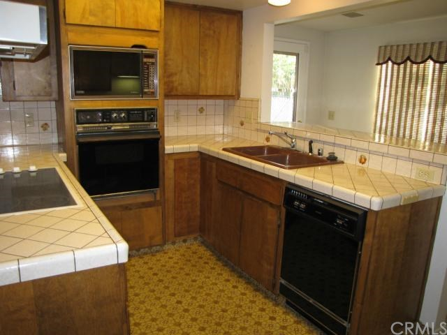 Closed | 8843 Mentone Place Riverside, CA 92503 10