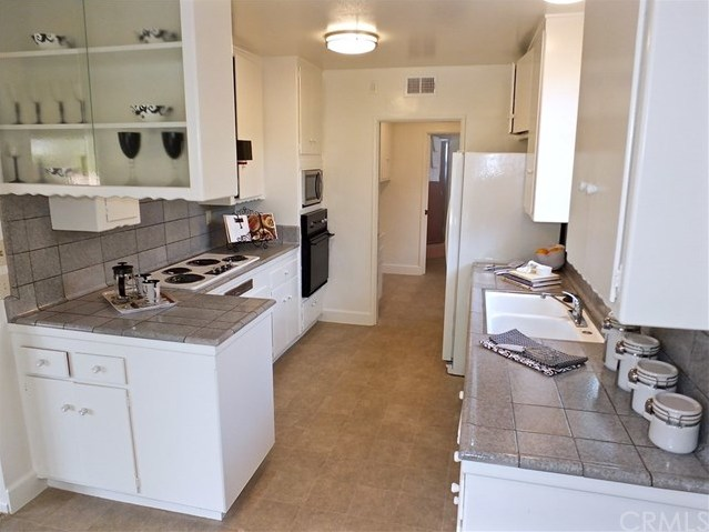 Closed   842 Lees Avenue Long Beach, CA 90815 13