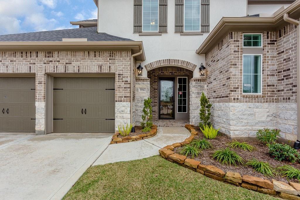 Active | 5942 Wedgewood Heights Way Houston, TX 77059 1