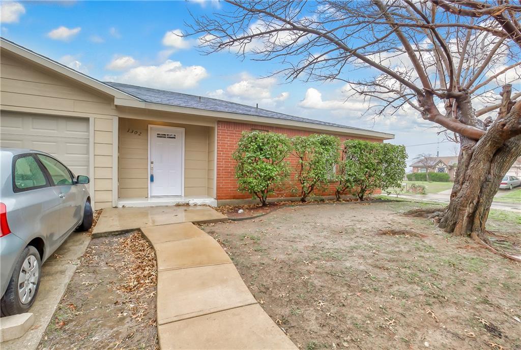 Sold Property | 1302 Willowbrook Street Lancaster, Texas 75134 3