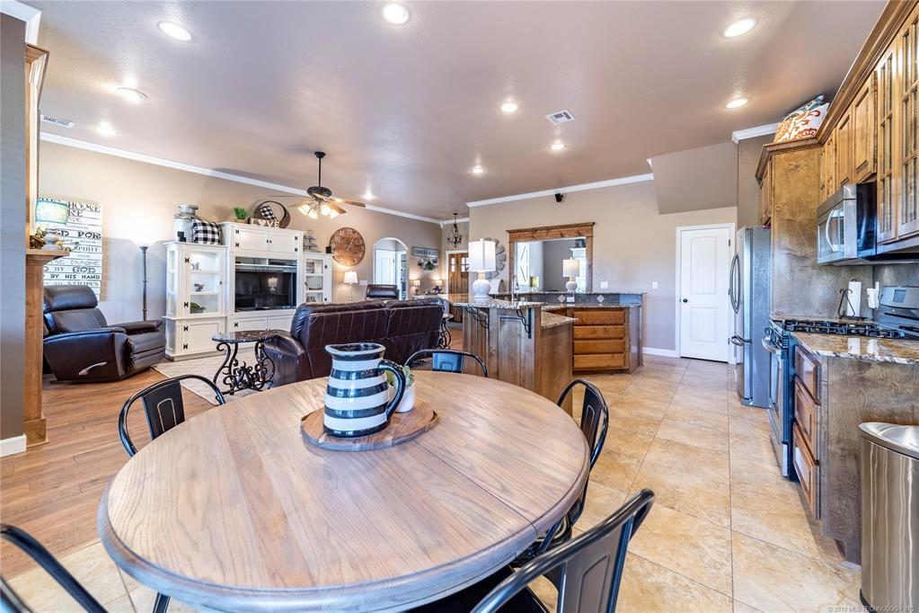 Homes for sale in Verdigris | 25567 Blackberry Boulevard Claremore, Oklahoma 74019 9