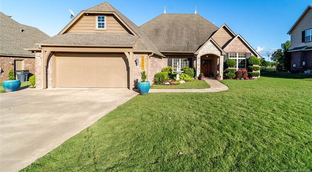 Homes for sale in Verdigris | 25567 Blackberry Boulevard Claremore, Oklahoma 74019 2