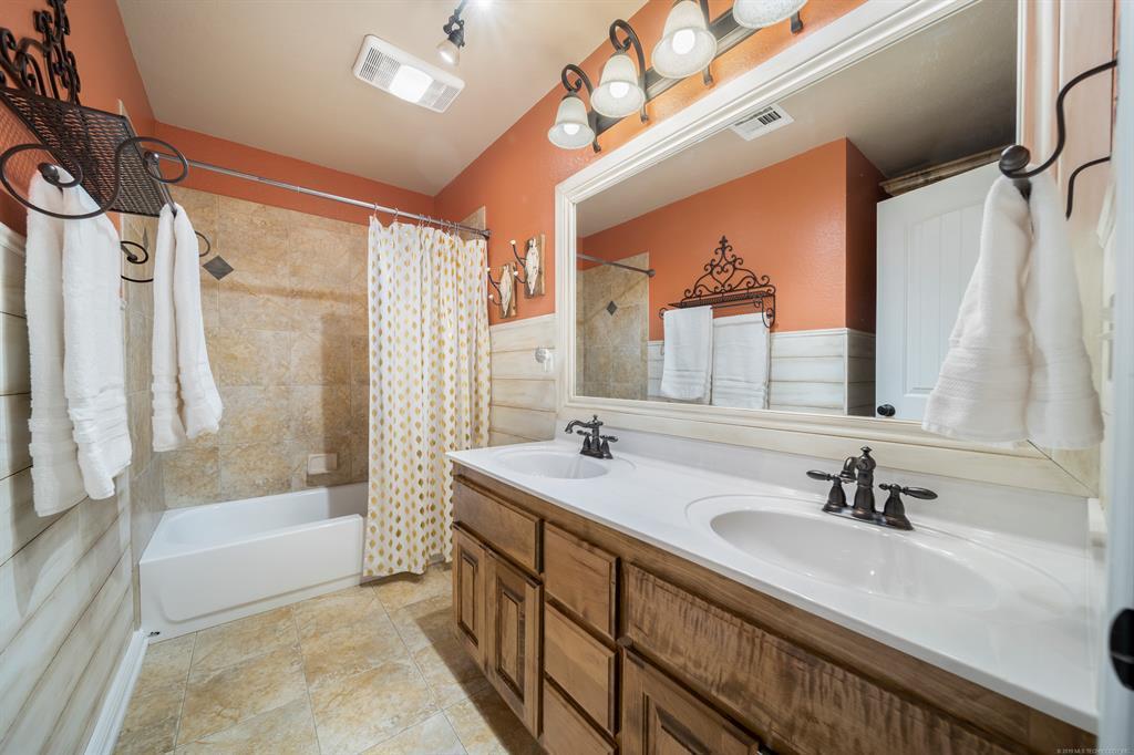 Homes for sale in Verdigris | 25567 Blackberry Boulevard Claremore, Oklahoma 74019 12
