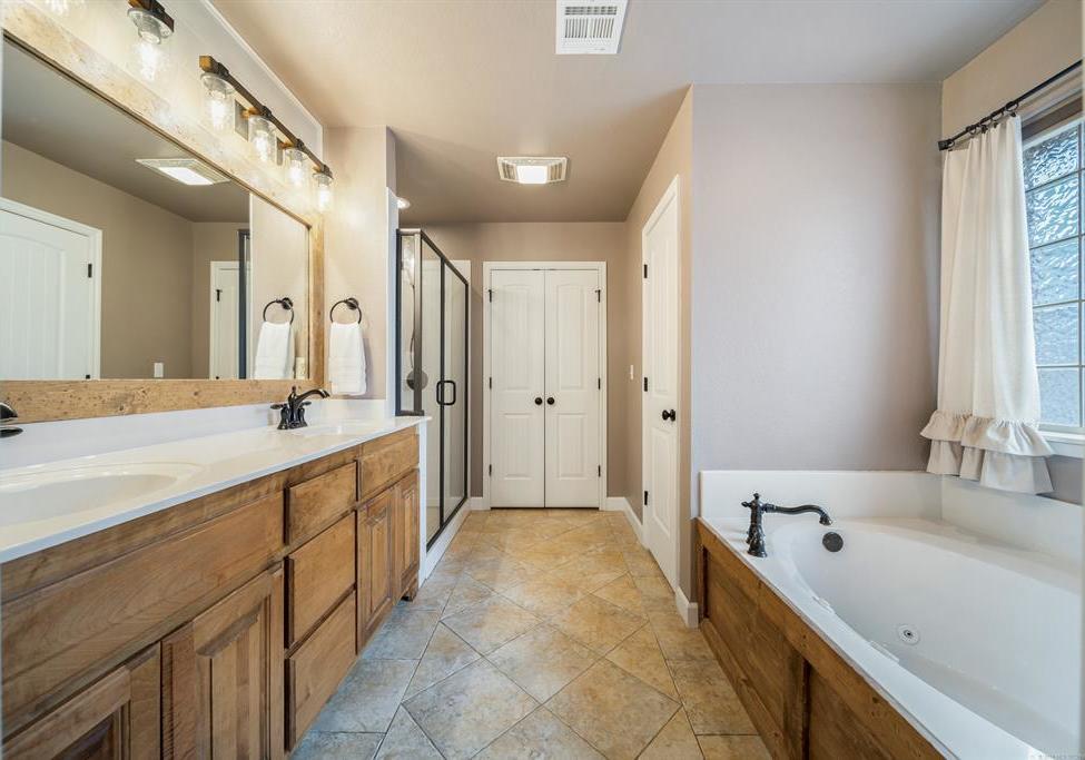 Homes for sale in Verdigris | 25567 Blackberry Boulevard Claremore, Oklahoma 74019 17