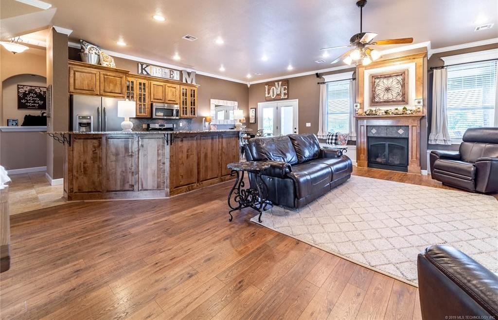 Homes for sale in Verdigris | 25567 Blackberry Boulevard Claremore, Oklahoma 74019 3