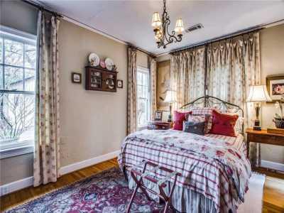 Sold Property | 6415 Lakeshore Drive Dallas, Texas 75214 16