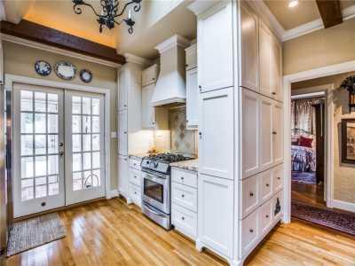 Sold Property | 6415 Lakeshore Drive Dallas, Texas 75214 9