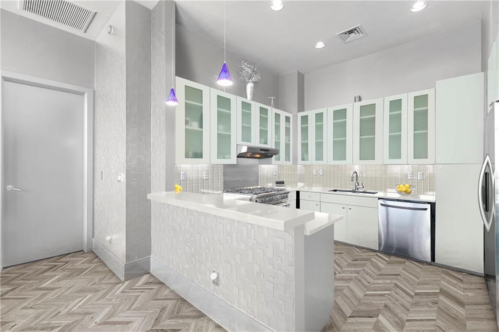 Sold Property | 555 E 5th Street #2722 Austin, TX 78701 7