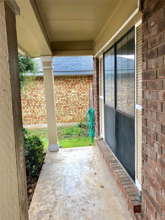 Active | 2202 Woodland Oaks Drive Arlington, Texas 76013 1