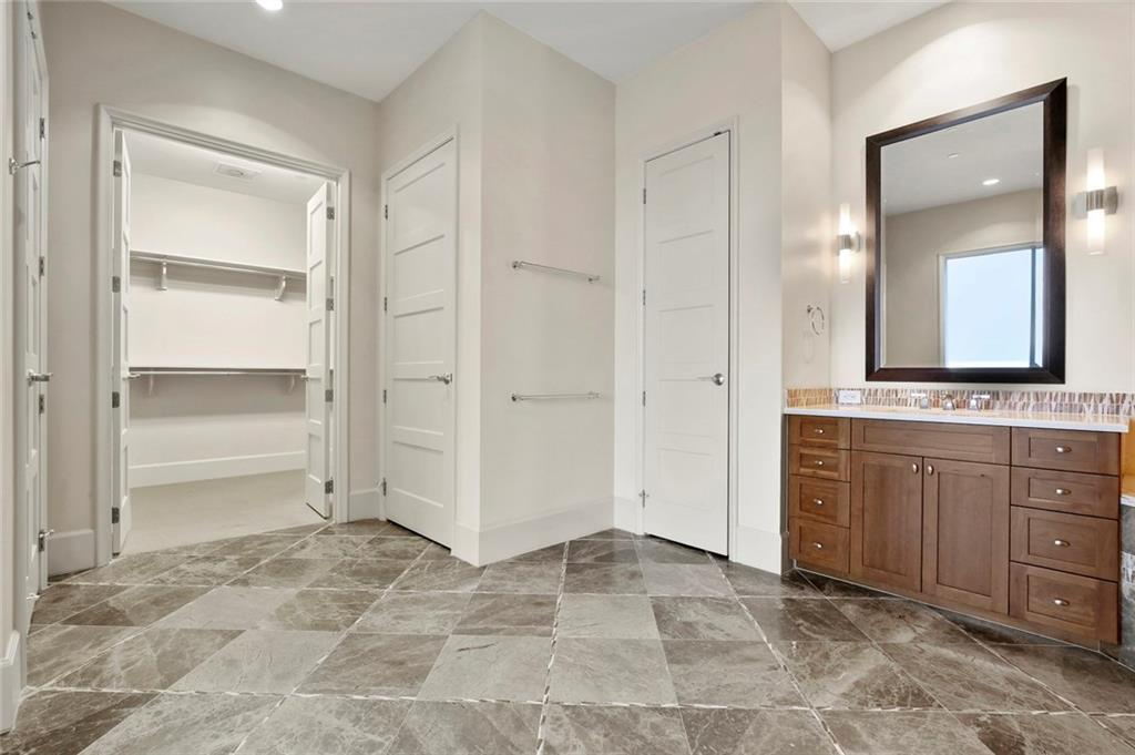 Active Kick Out | 1301 Throckmorton Street #2705 Fort Worth, TX 76102 23