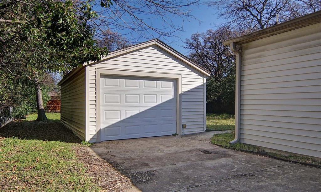 Sold Property | 4936 Black Oak Lane River Oaks, Texas 76114 23