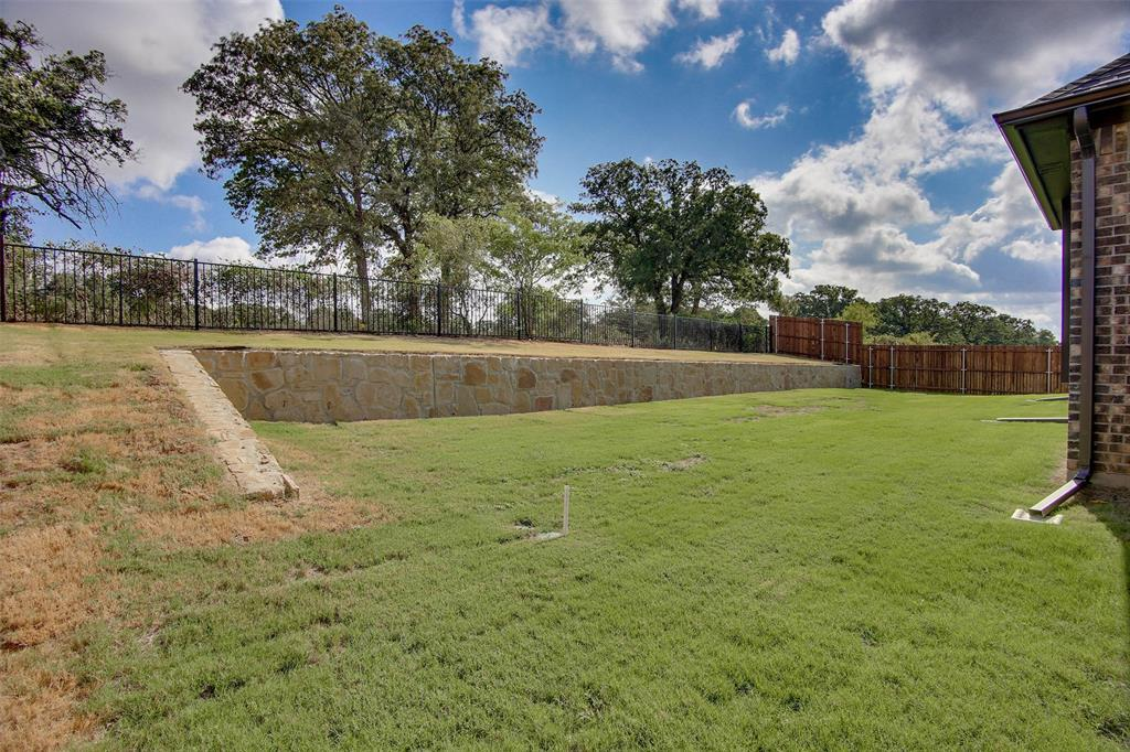 Active | 2505 Bunker Hill Drive Burleson, TX 76028 33