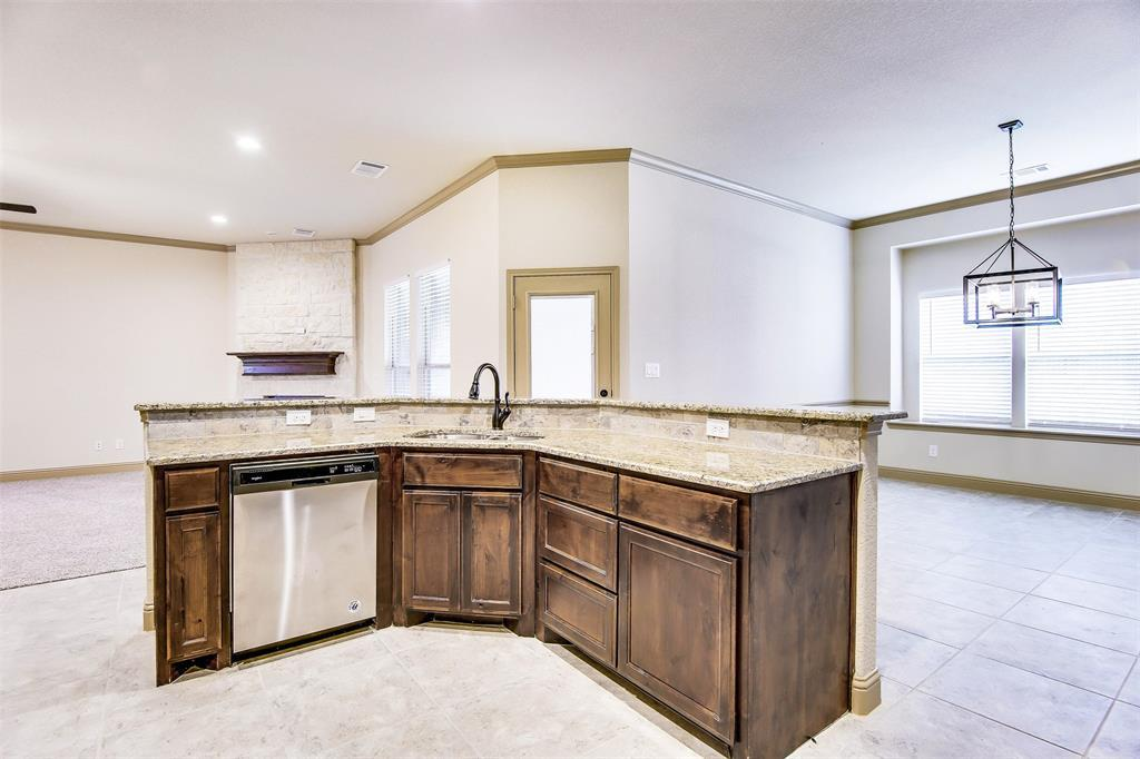 Active | 2505 Bunker Hill Drive Burleson, TX 76028 5