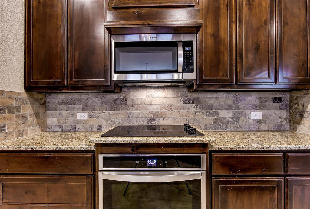 Active | 2505 Bunker Hill Drive Burleson, TX 76028 6