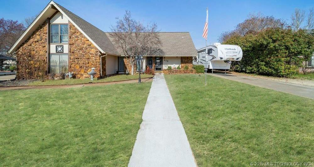 Off Market | 678 Meadowood Drive Broken Arrow, Oklahoma 74011 0