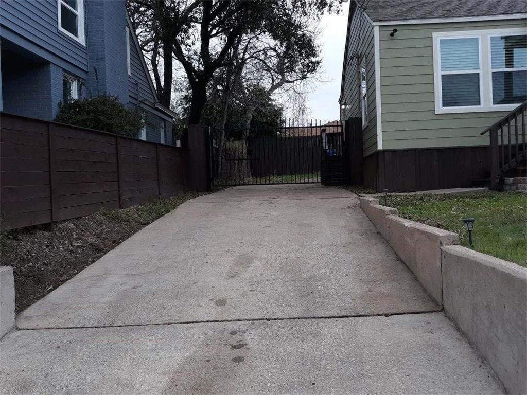 Active | 102 N Hampton  Road Dallas, TX 75208 6