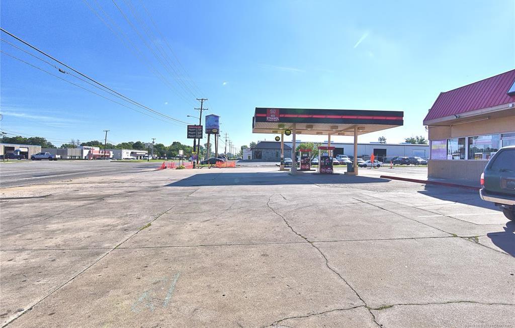 Off Market | 10550 E 11th Street Tulsa, Oklahoma 74128 3