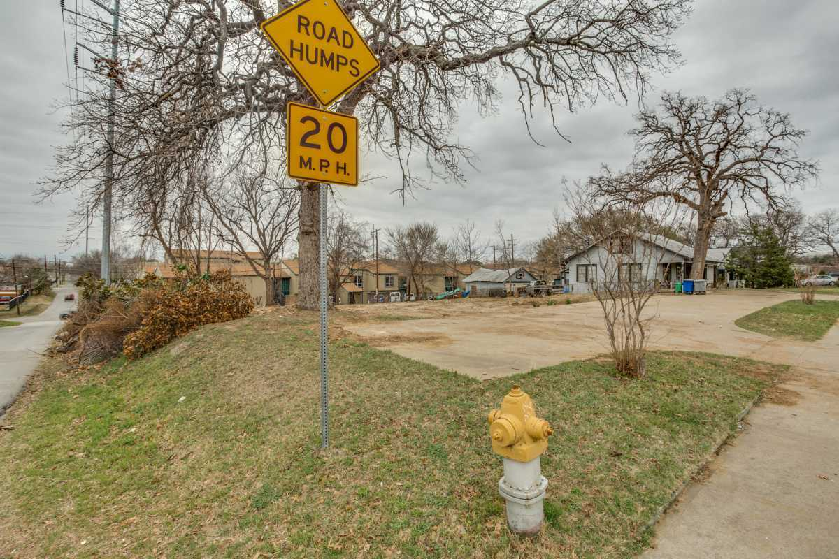 Sold Property | 2401 Hondo Avenue Dallas, Texas 75219 4