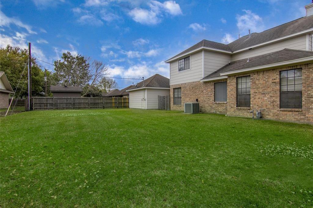 Homes For Sale In Mont Belvieu | 3814 W Pin Oak Drive Mont Belvieu, Texas 77523 6