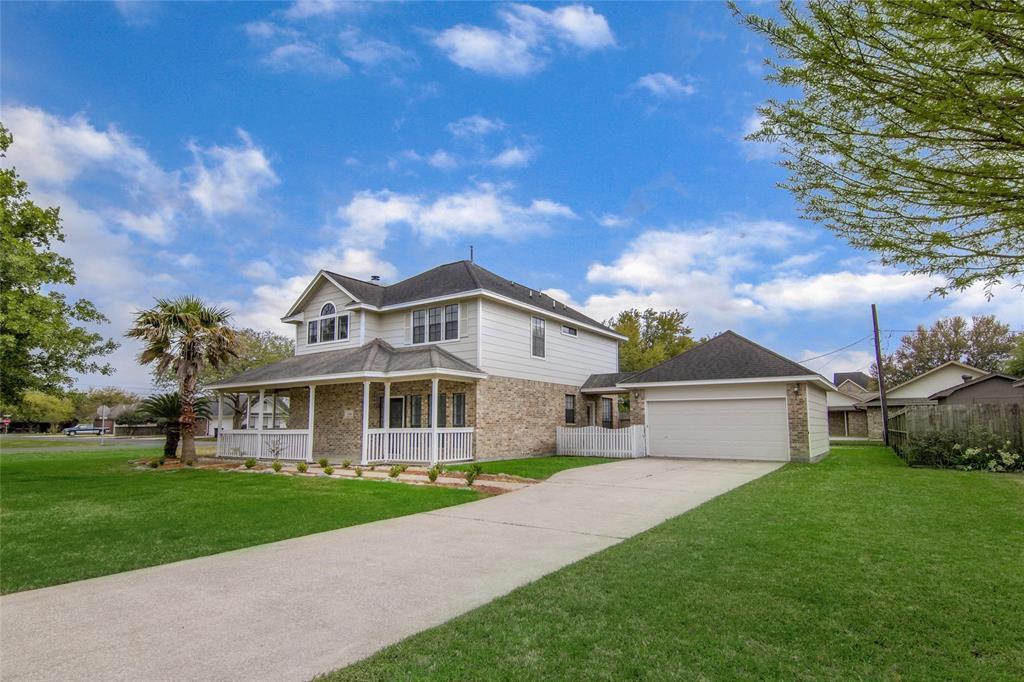 Homes For Sale In Mont Belvieu | 3814 W Pin Oak Drive Mont Belvieu, Texas 77523 2