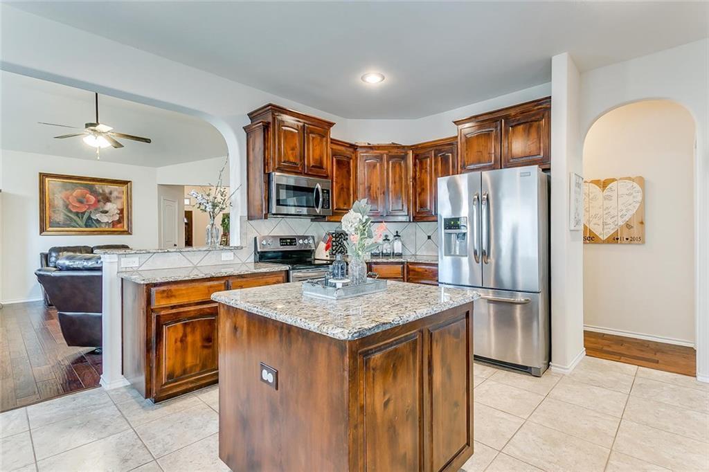 Sold Property | 11021 Erinmoor Trail Fort Worth, Texas 76052 11
