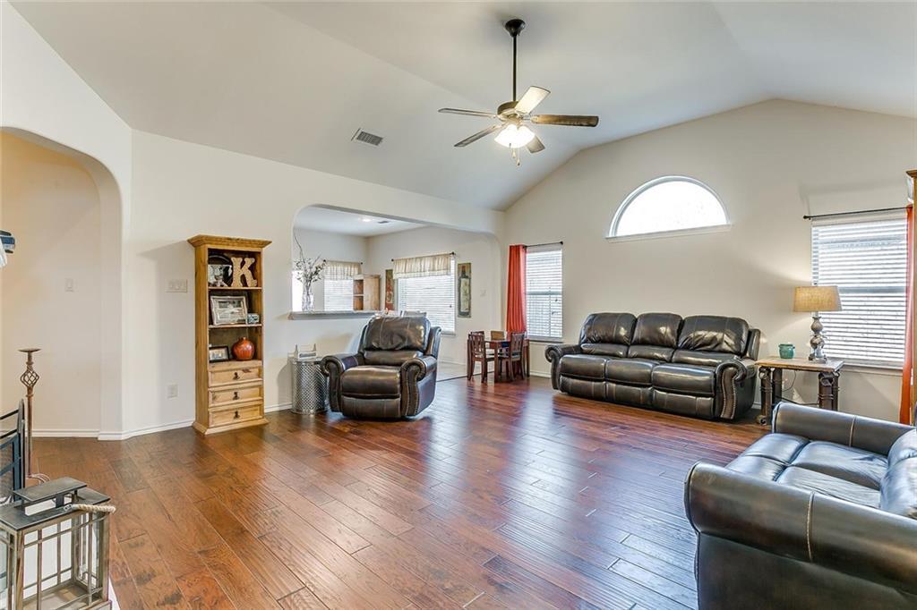 Sold Property | 11021 Erinmoor Trail Fort Worth, Texas 76052 4