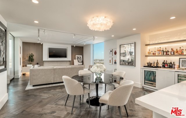 Active | 1100 ALTA LOMA Road #1404 West Hollywood, CA 90069 1