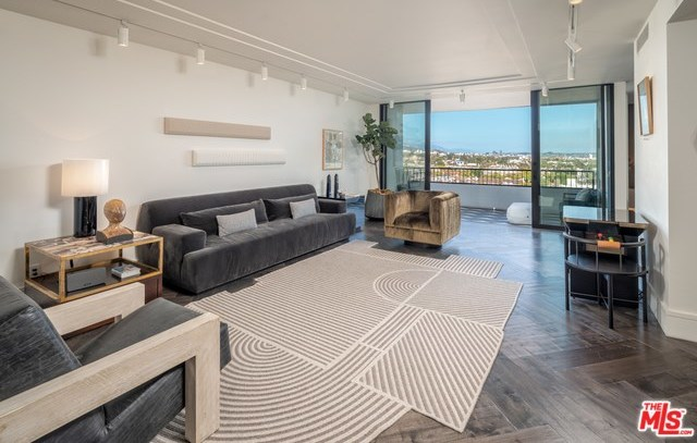 Active | 1100 ALTA LOMA Road #1404 West Hollywood, CA 90069 3