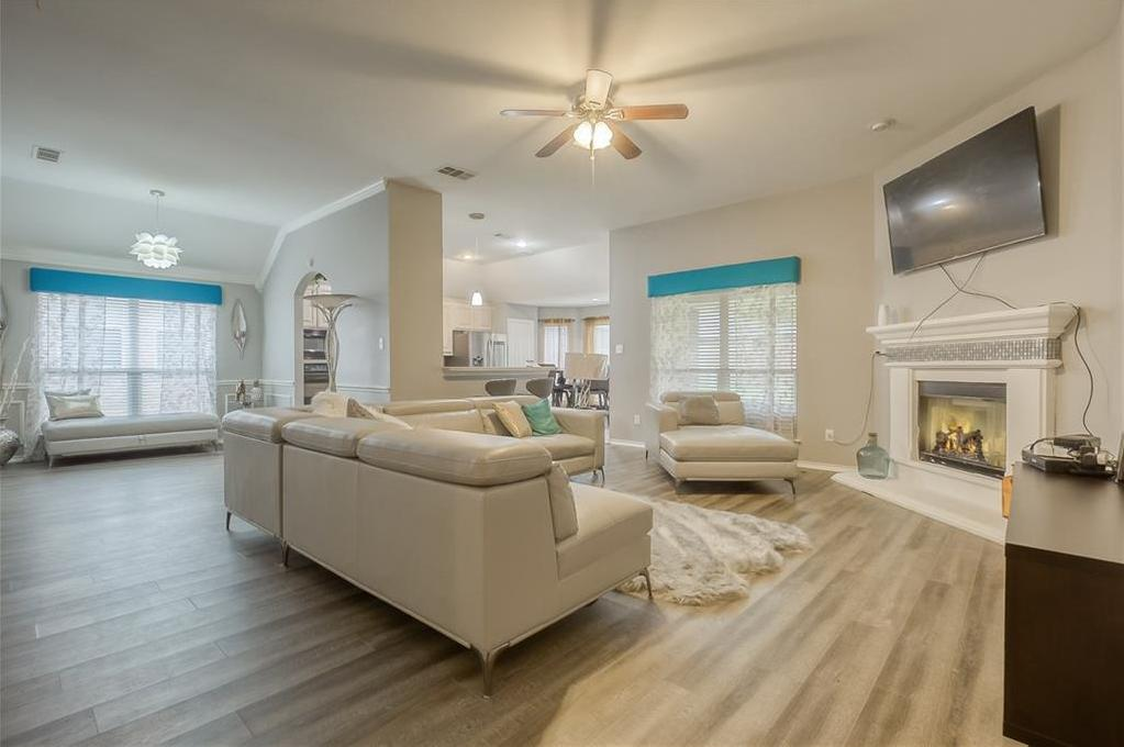 Sold Property | 5807 Lorenzo Drive Grand Prairie, Texas 75052 3