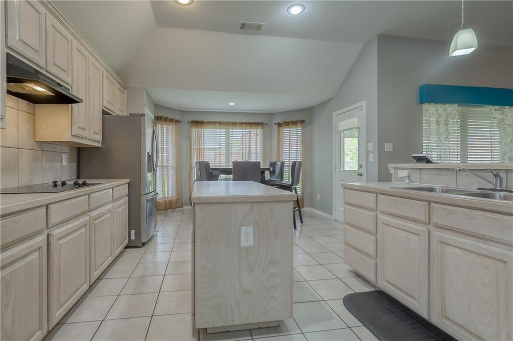 Sold Property | 5807 Lorenzo Drive Grand Prairie, Texas 75052 6