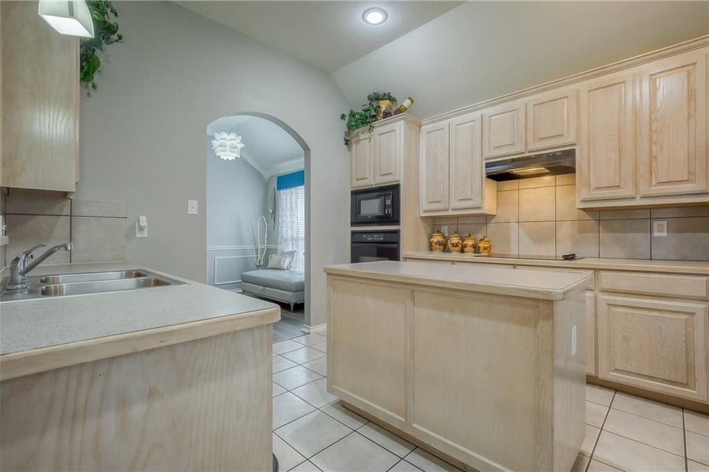 Sold Property | 5807 Lorenzo Drive Grand Prairie, Texas 75052 8