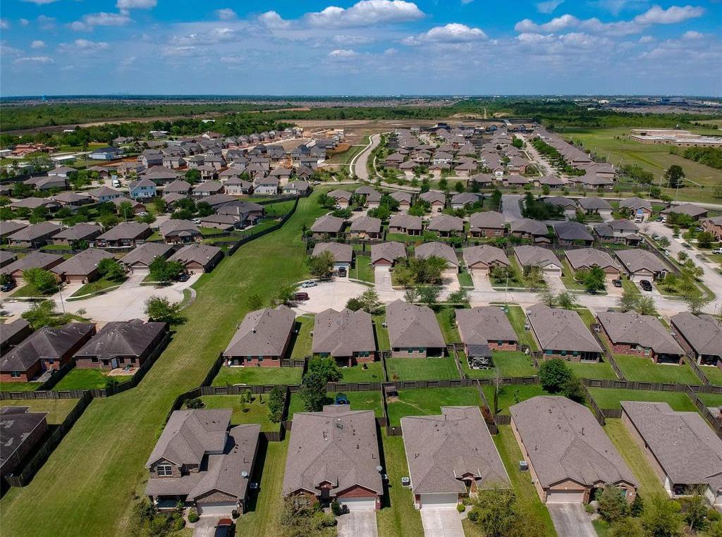 Active | 3213 Carriage Cove Court League City, TX 77539 25