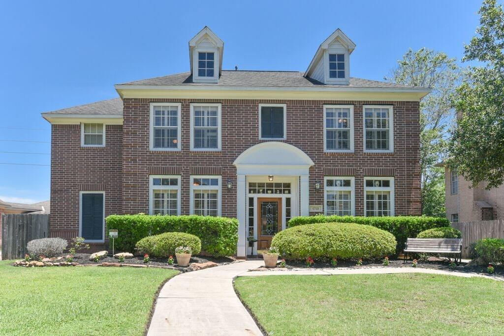 Pending | 4719 Brook Shadow Kingwood, TX 77345 1