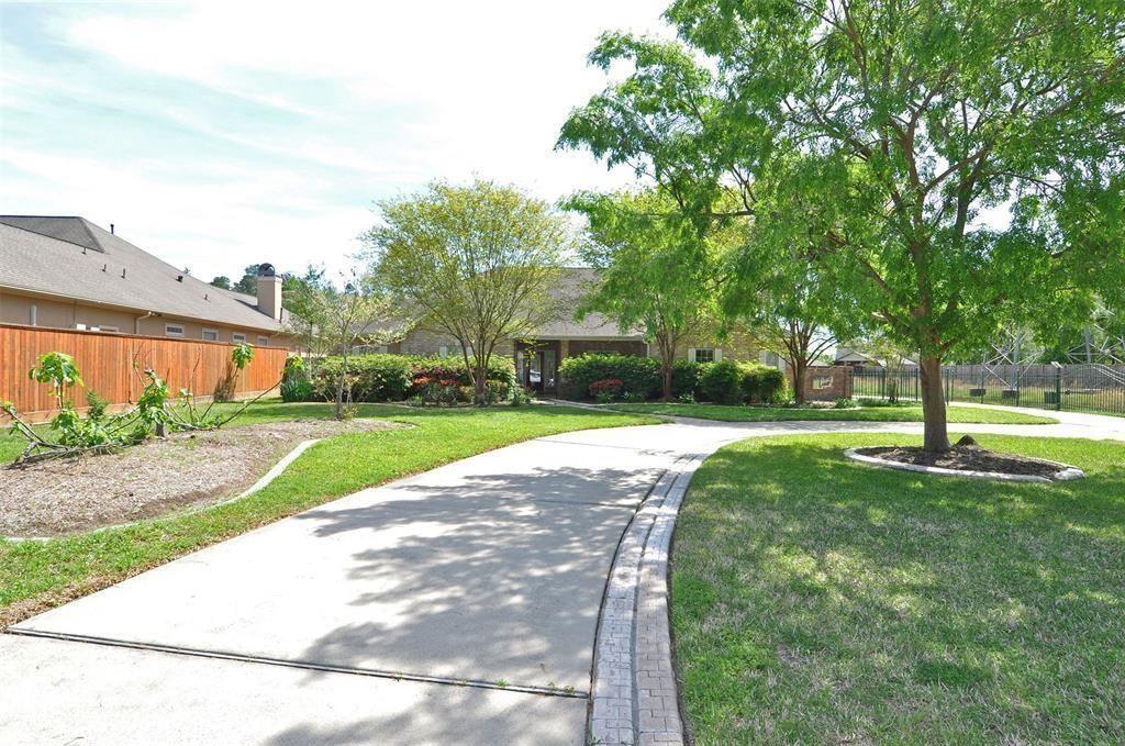 Active   15 New Oak Trail Kingwood, TX 77346 1