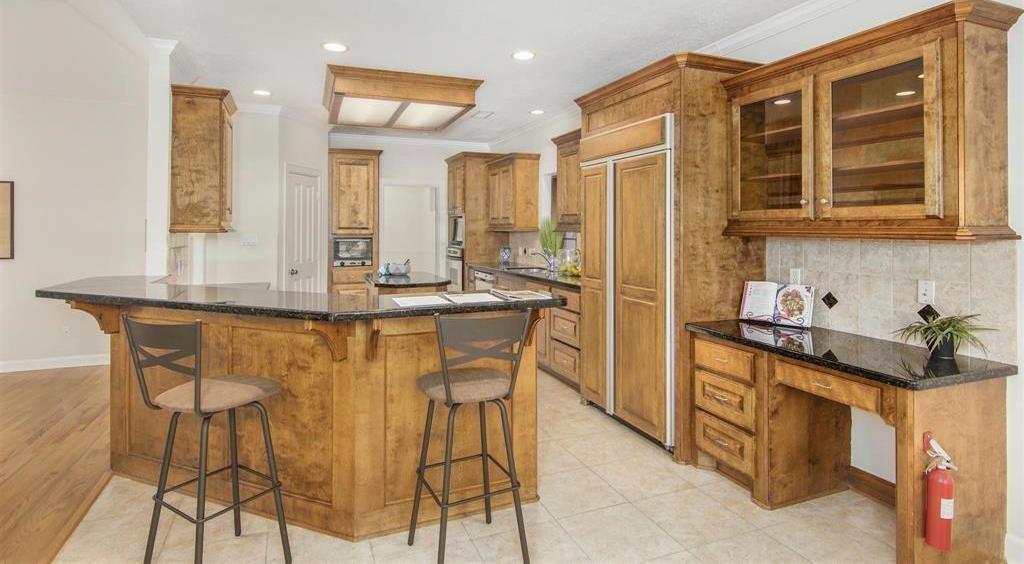 Active   15 New Oak Trail Kingwood, TX 77346 5