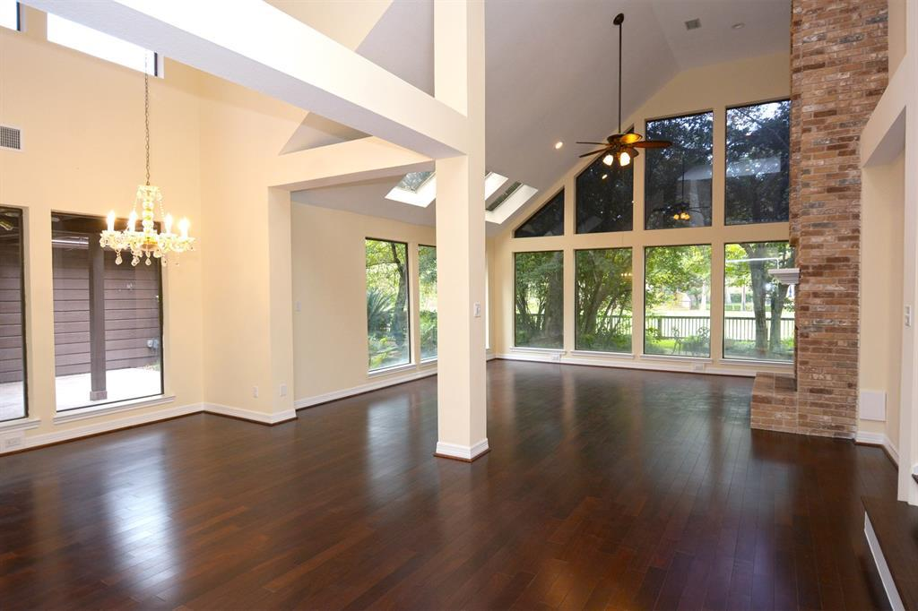 Active | 2014 Wind Creek Drive Kingwood, TX 77345 7