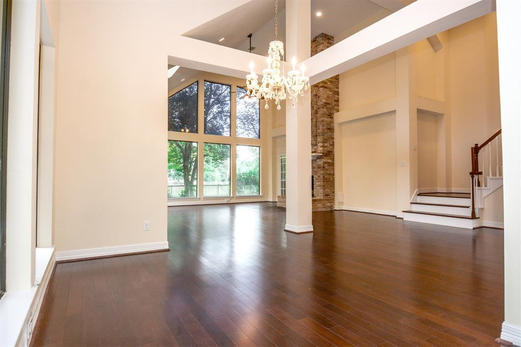 Active | 2014 Wind Creek Drive Kingwood, TX 77345 9