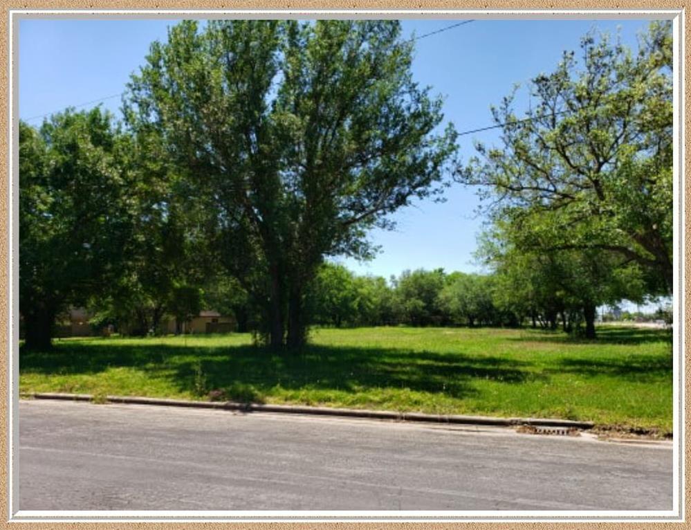Active   612 7th Street Bay City, TX 77414 3