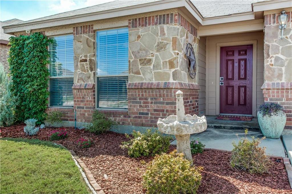 Sold Property | 7028 Seton Hall Drive Fort Worth, Texas 76120 2